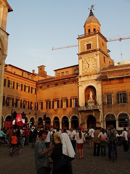 Modena_piazza_grande_2